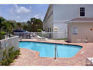 Cypress Glen Naples Fl neighborhood pool