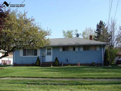 168 Maplelawn Dr., Berea, Ohio 44017, .47 Acre Lot on dead-end street, backs to metropark, 2.5-car garage w/ bonus room attached, finished rec room in basement, value!