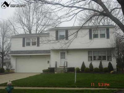 470 Whitman Blvd., Elyria, Ohio 44035, 4 Bedroom Colonial, Fabulous 2-Tiered Trex Deck, Rich Hardwood Floors, Spacious Master, Treed Lot, Basement, Glamour Bath w/ Jetted Tub