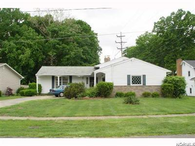 125 Woodview, Elyria, Ohio 44035, spacious multi-level home, 3 bedrooms, 2 full baths