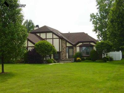 588 Fieldstone Dr., Amherst, Ohio 44001, 4 Bedrooms, Contemporary Tudor Multi-Level, Skylights, Partially Finished Basement, Spacious Rooms, Large Fenced Yard