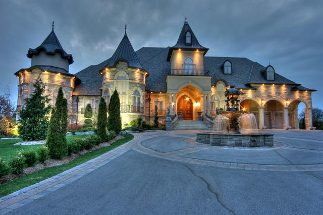 Oakville Luxury Real Estate - Mary Sturino Luxury Broker 905-302-0170