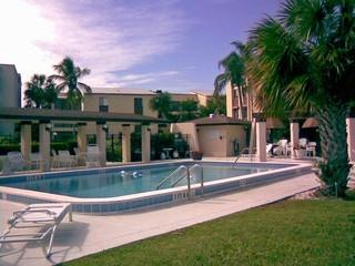 Lakewood Naples Fl community pool