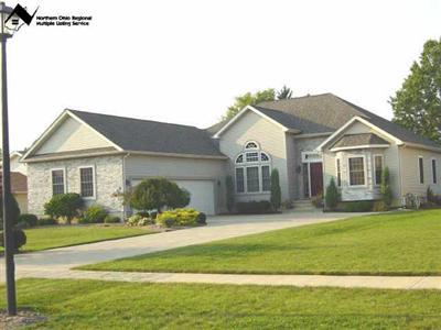 33886 Gilbert Ct., North Ridgeville, Ohio 44039, magnificent contemporary ranch, 3 bedrooms plus den, dramatic 14' ceilings, columns, open floor plan, great room, stunning newer home, great deck