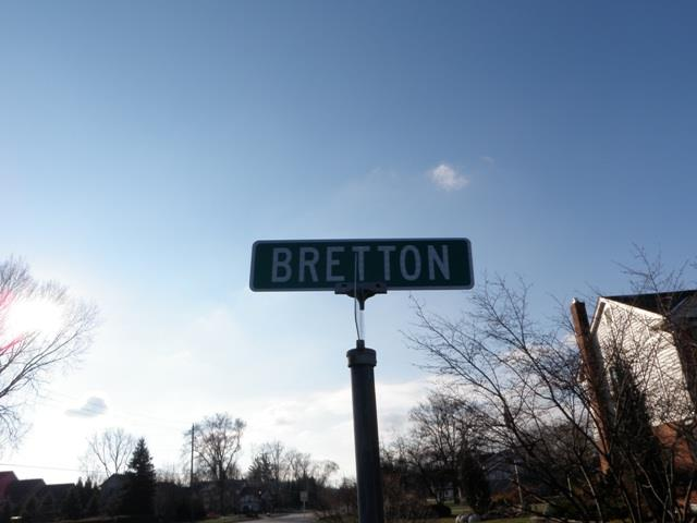 Bretton Street Sign in Deer Creek Livonia Michigan