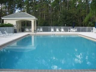 Forest Glen Naples Fl neighborhood pool