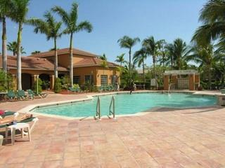 Enclave Naples Fl neighborhood pool
