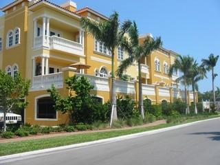 Olde Naples Fl condos for sale