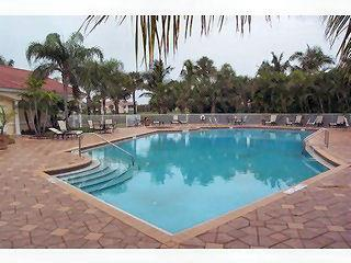 Naples Lakes Fl neighborhood pool