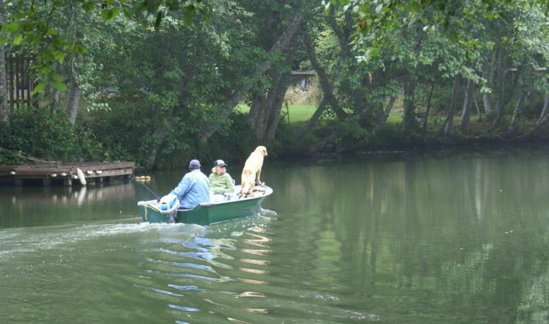 29 miles of fresh waterways including 2 Lakes, all of which wind throughout Peninsula!  Fish and Ski.