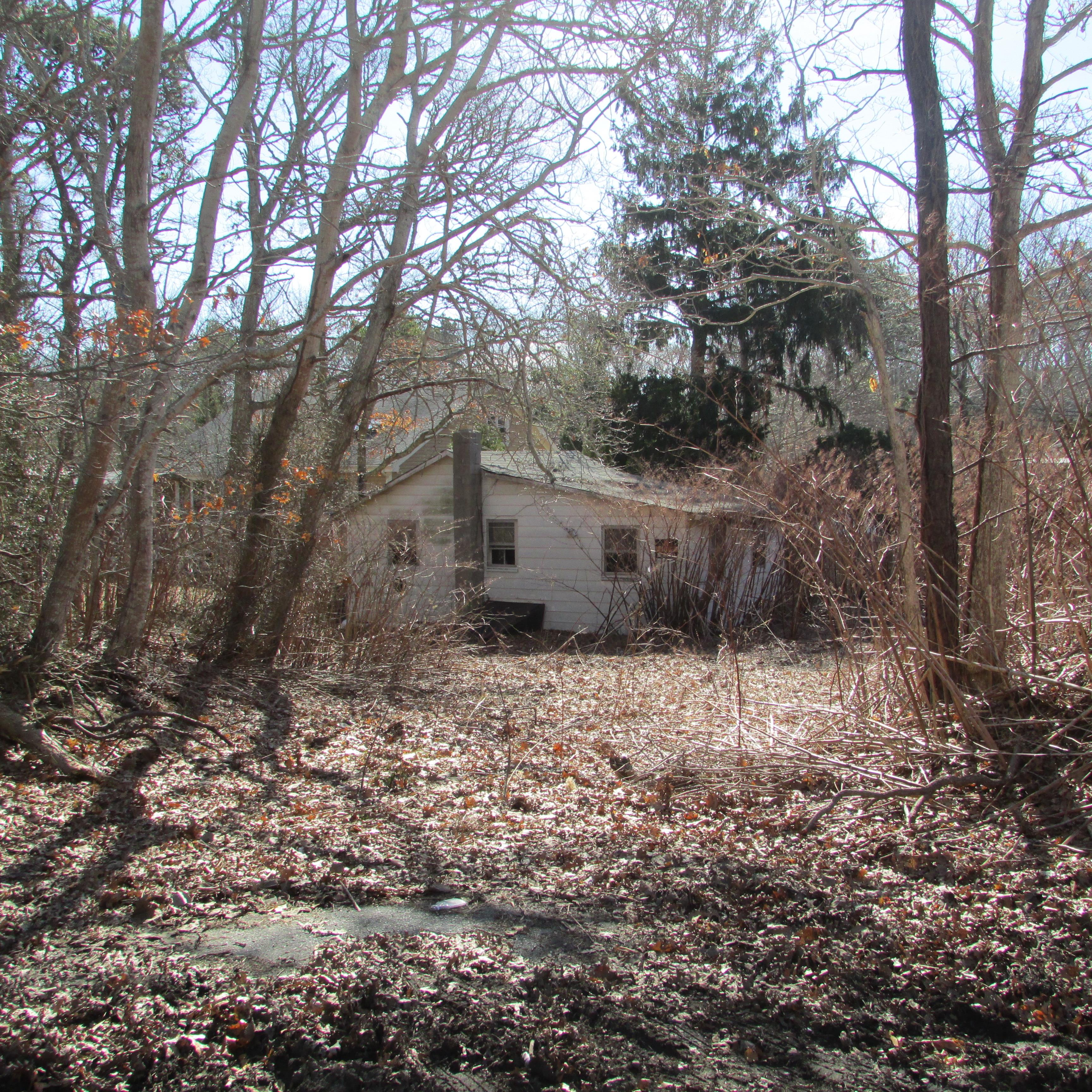 lot of land with cottage in centerville