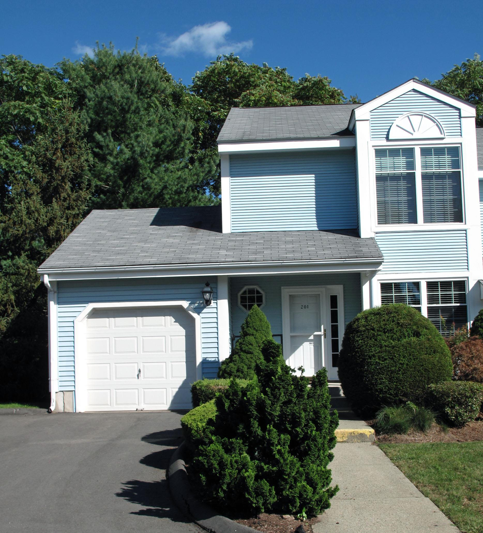 Lisa Giller Realtor sells real estate in Rocky Hill CT
