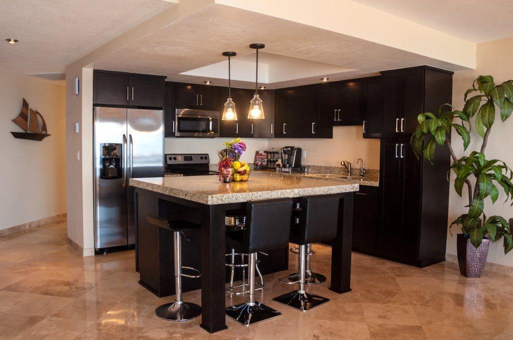 La Jolla Excellence interior finishes - Kitchen Island