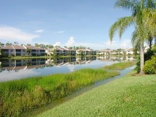 Wilshire Lakes Naples Fl condos for sale