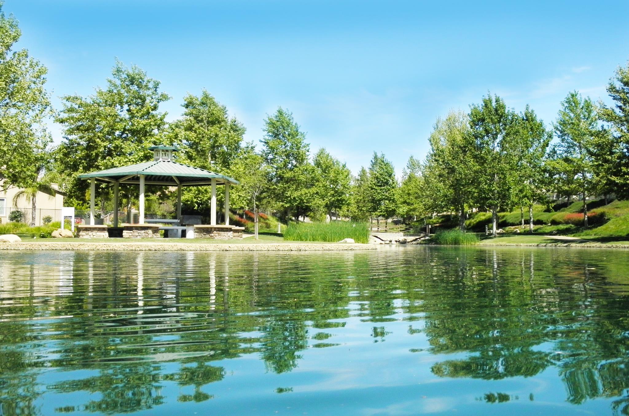 Tournament Hills Lake