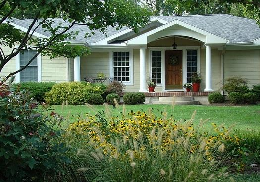 curb appeal2 Weekend Project: Increase Your Curb Appeal