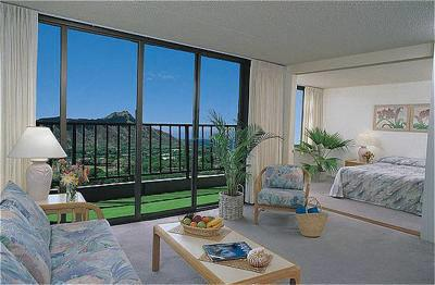 waikiki banyan living room