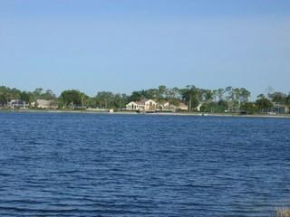 Crown Pointe Naples Fl lake