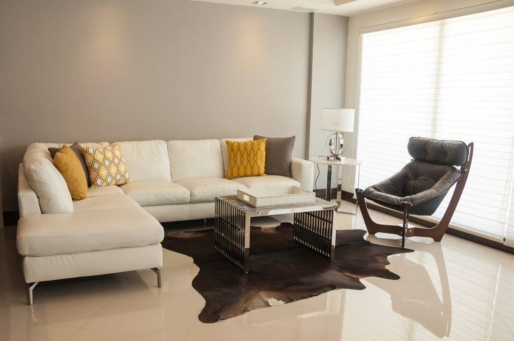 La Jolla Excellence interior finishes - Modern Living Room