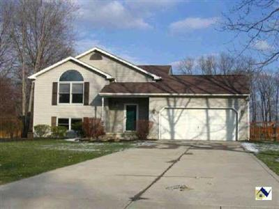 7211 York Crescent, North Ridgeville, Ohio 44039, Lovely Bi-level, cul-de-sac street, spacious contemporary floorplan, dramatic living room, vaulted ceilings, fireplace, 4 bedrooms, master suite, deck