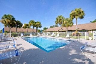 Regent Park Naples Fl community pool