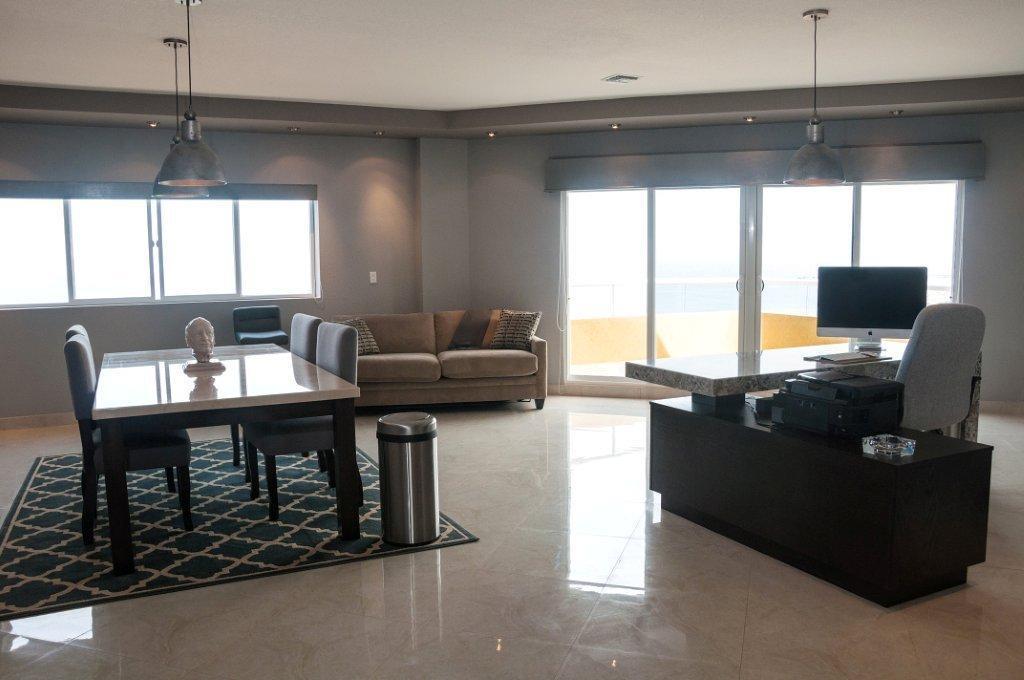 La Jolla Excellence interior finishes - View