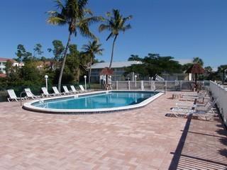 Abaco Bay Naples Fl pool