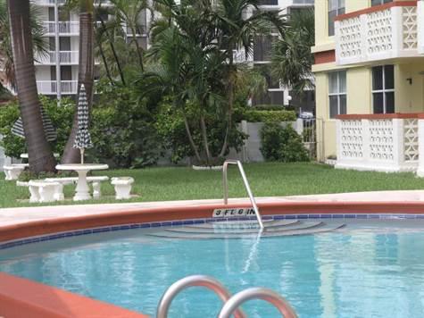 Tropical Pool area!