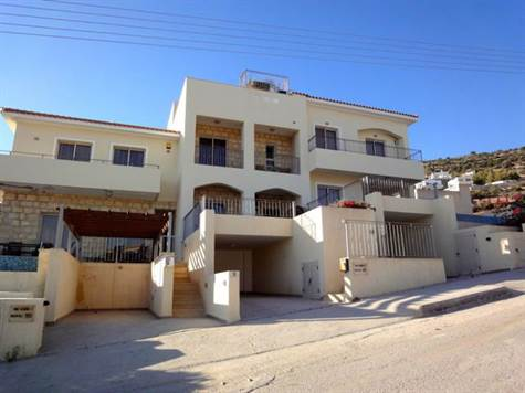 1-Peyia-townhouse-for-sale-Paphos-with-deeds