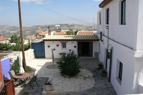 1-Kili-Courtyard-Property-Paphos-Cyprus