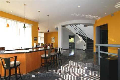 Designer Home in Villa Mar