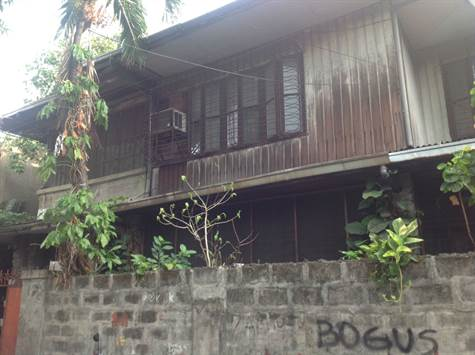 Old house for sale in Sampaloc