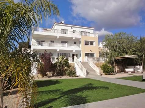 1-Peyia-luxury-villa-for-sale