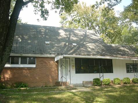 1 - 1498 Benson exterior front