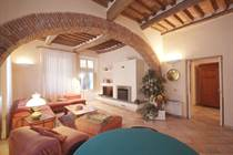 Homes for Sale in Lucca, Tuscany €730,000