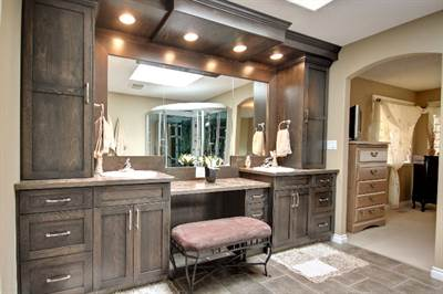 Ensuite custom cabinetry