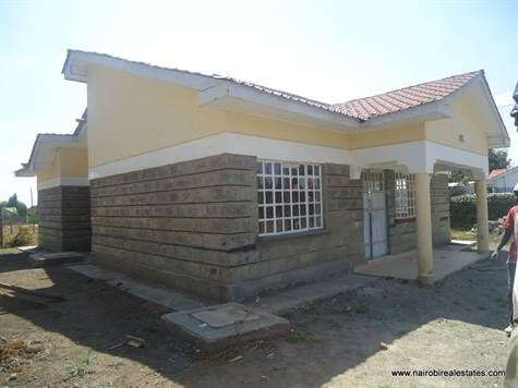 Super Looking For A Property In Kenya 3 Bedroom Kitengela Home Interior And Landscaping Ologienasavecom
