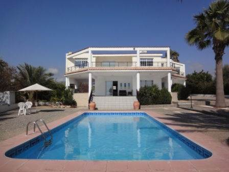 1-Kissonerga-Luxury-Villa-for-sale
