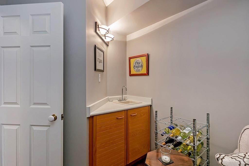415 Locust Street in Burlington - Condo For Sale : MLS# h4098223 Photo 9