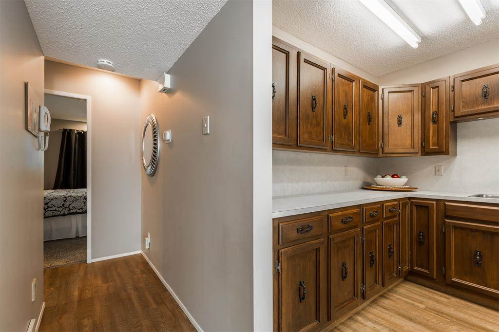 2207 8 Avenue S, Lethbridge, Alberta Photo 2