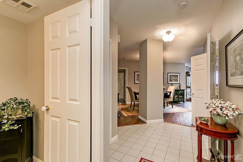 415 Locust Street in Burlington - Condo For Sale : MLS# h4098223 Photo 6