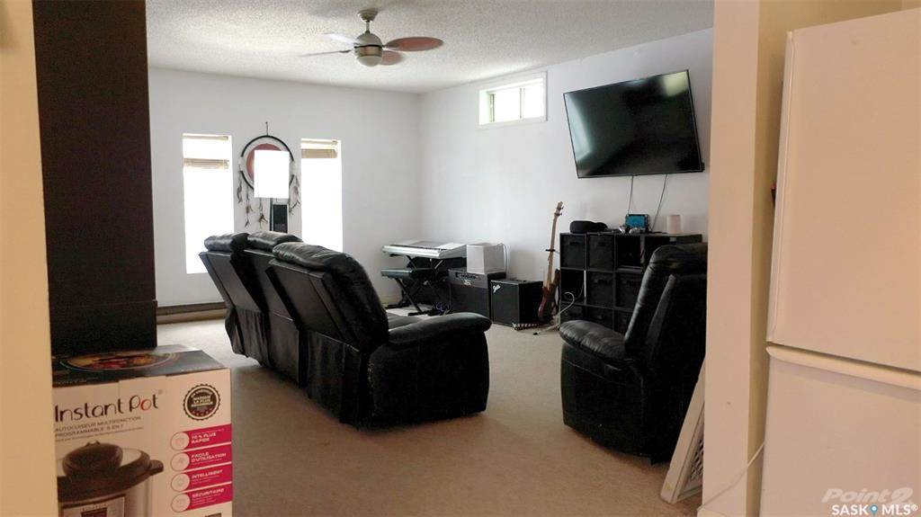 57 Sixth Avenue N in Yorkton - House For Sale : MLS# sk841666 Photo 16