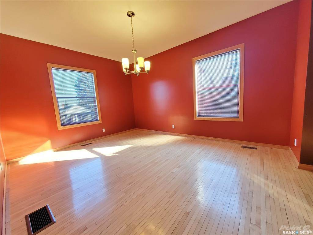 536 Central Avenue N in Swift Current - House For Sale : MLS# sk842770 Photo 7