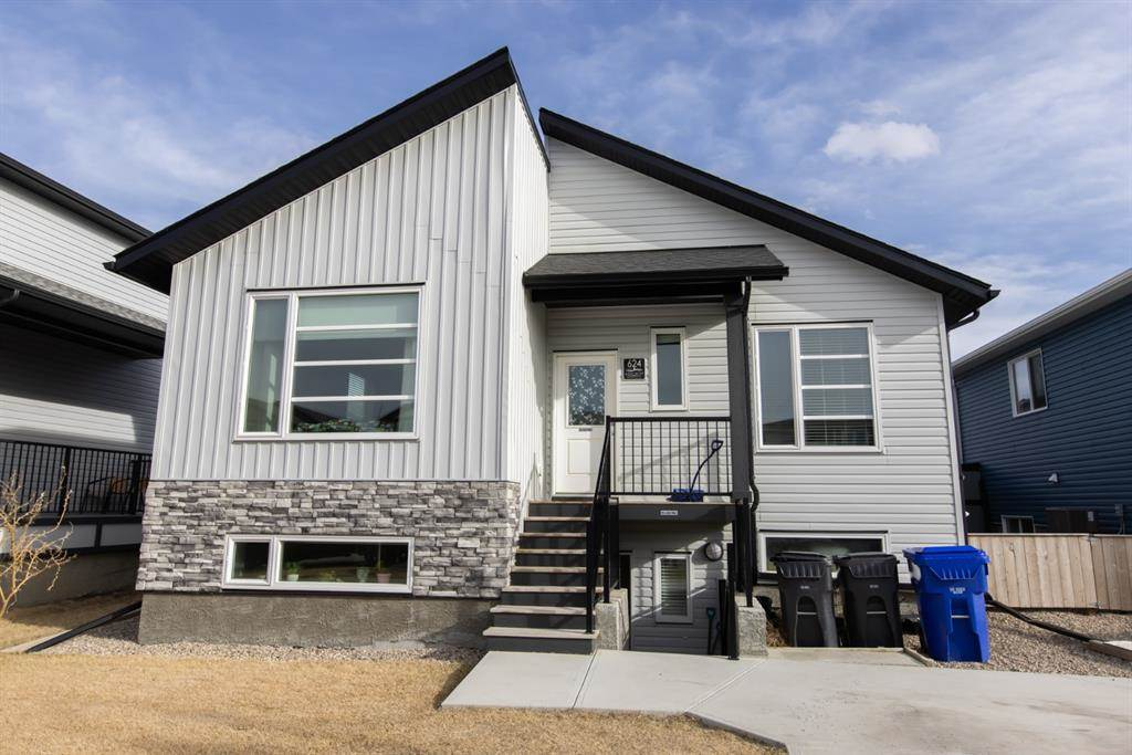 624 Aquitania Boulevard W in Lethbridge - House For Sale : MLS# a1090178 Photo 2