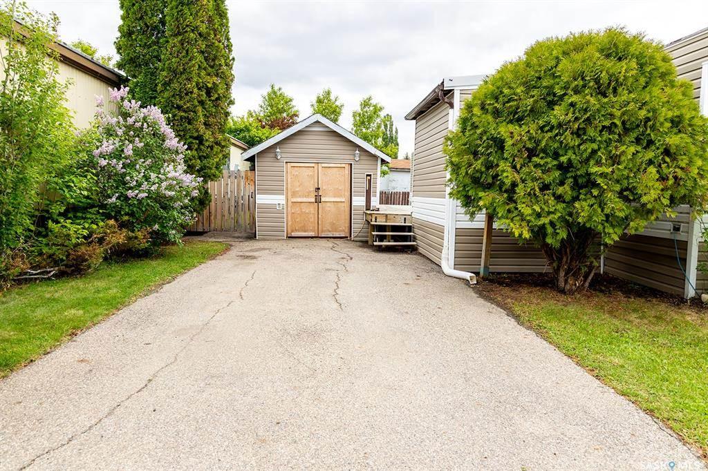1035 Boychuk Drive, Saskatoon, Saskatchewan Photo 2