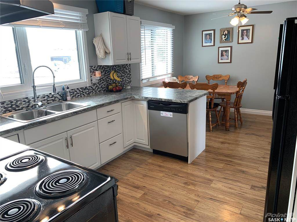 83 Roderick Avenue in Southey - House For Sale : MLS# sk842939 Photo 2