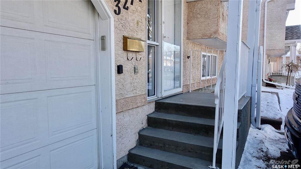 3274 Renfrew Crescent in Regina - Condo For Sale : MLS# sk842837 Photo 2