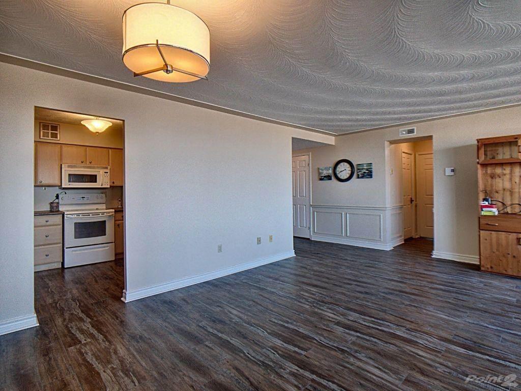 40 Harrisford Street in Hamilton - Condo For Sale : MLS# h4101340 Photo 2