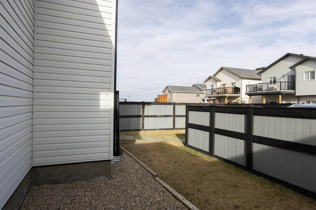 624 Aquitania Boulevard W in Lethbridge - House For Sale : MLS# a1090178 Photo 3