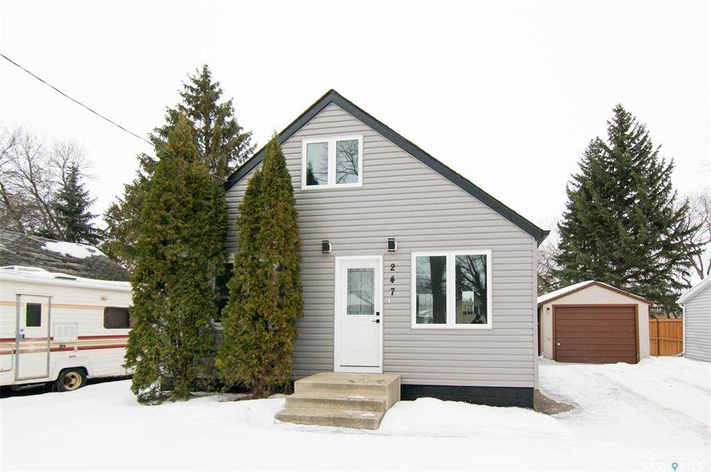 247 Maple Avenue in Yorkton - House For Sale : MLS# sk842844 Photo 2